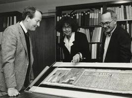 L'equipe del Mc Clung museum  esaminano i dettagli del lavoro eseguito dal prof. Antonio Basile